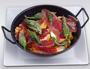 Tapeo x 2: huevos rotos, jamón, chipirones, rabas,  y mucho más. Disfruta de la vida madrileña.