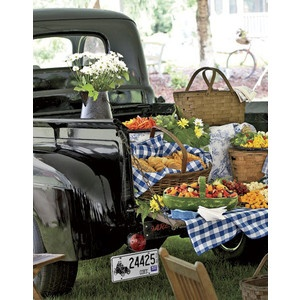 How cute is this for an outdoor country wedding!?Ideas, Company Picnics, Summer Picnics, Old Trucks, Food, Vintage Trucks, Farmers Marketing, Tailgating Parties, Country