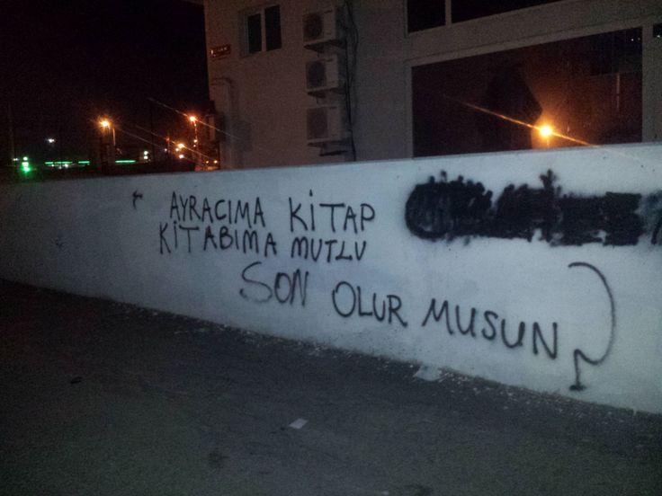 Ataşehir Küçükbakkalköy'de bir duvarda
