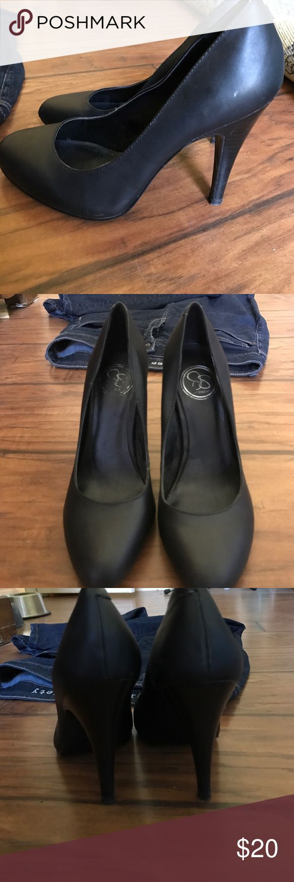 Jessica Simpson black pumps A pair of black Jessica Simpson pumps. They've been worn only once, and are perfect for interviews or business meetings! They boast a 4 inch heel and look great with any outfit 😍 Jessica Simpson Shoes Heels