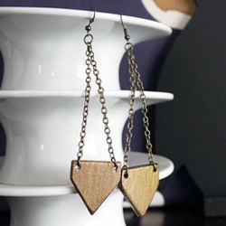 Craft these fashionable arrowhead earrings from paint sticks. Check it out for the full tutorial!