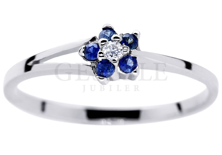 Urzekający pierścionek zaręczynowy z białego złota w kształcie kwiatu - szafiry cejlońskie i brylant 0,02 ct - GRAWER W PREZENCIE