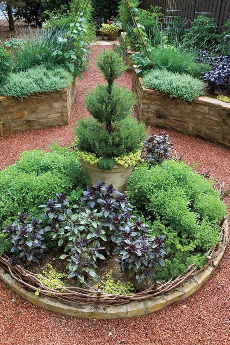 36 Elegant Round Garden Bed Ideas With Recycled Things To Try