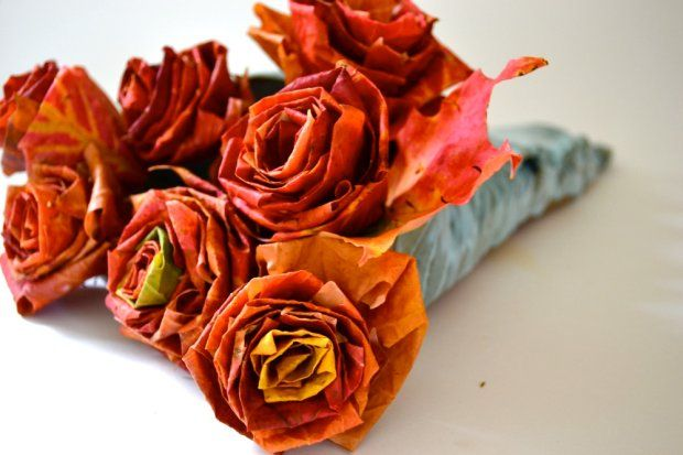 Kwiaty z jesiennych liści