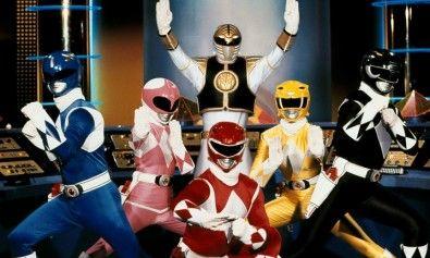 Se reveló en internet los nuevos trajes que usarán Los Power Rangers en la película que se tiene prevista para el año 2017 y que será dirigida por Dean Israelite. Los primeros en revelar los trajes de los nuevos Power Rangers, fue la página de Entertainmet Weekly.