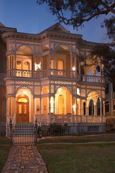 Victorian ~ Source: Hugs and Keepsakes: VINTAGE & HISTORIC HOME EYE-CANDY: part 1 (Galveston, Tx)