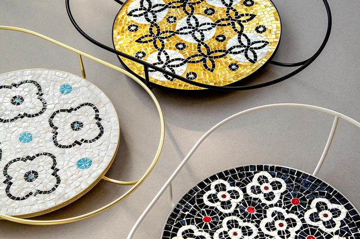 — Flore is a collection of three trays made of mosaics by Ursula Corsi in Pietrasanta.