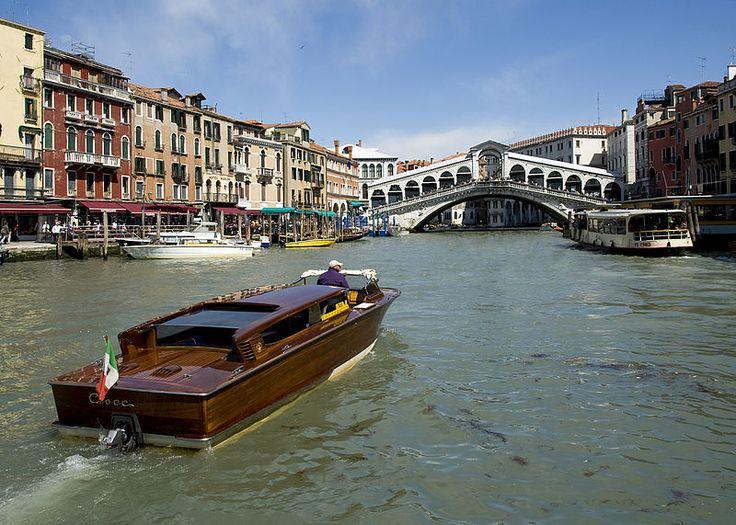 The Rialto Bridge over Venice's Grand Canal. Venice, Italy.