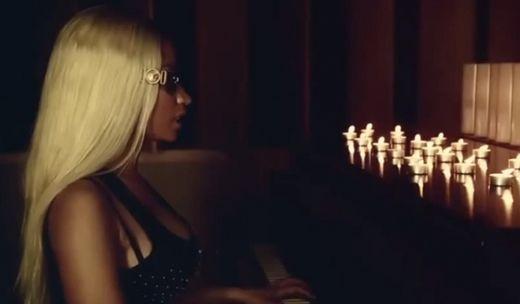 Videoclip: Nicki Minaj – Up In Flames  http://www.emonden.co/videoclip-nicki-minaj-up-in-flames