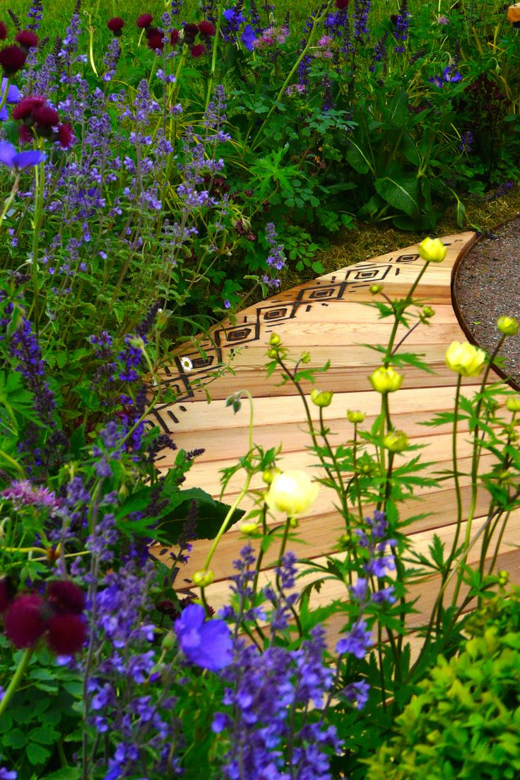 Designed by Carolyn Grohmann. Cedar boardwalk with scorched pattern built by Kevin Clark of Water Gems.