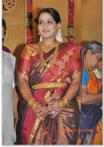 kollywood-socialite-aishwarya-dhanush-temple-jewellery
