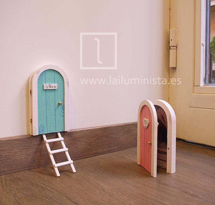 Un original regalo para niños a los que se les está cayendo los dientes de leche. La puerta del ratoncito Pérez personalizada y totalmente hecha a mano. Diseño de La iluminista. Modelos que se abren con cestillo de dientes en su interior.