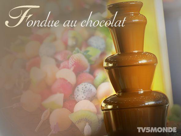 La fondue au chocolat, c'est parfait pour les dîners romantiques, les fêtes d'enfants, Pâques... Et la bonne chose, c'est qu'elle s'adapte à tous les goûts : c'est à vous de choisir ce que vous souhaitez y tremper (bonbons, gâteaux, fruits...)