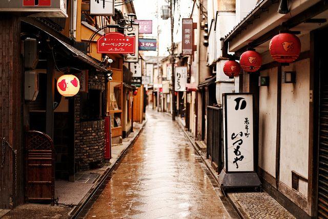 朝雨の寂|京都 先斗町 by sunnywinds, via Flickr