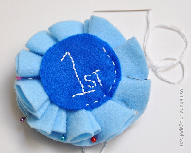 Blue Ribbon Rosette Tutorial by Crafty Nature, via Flickr