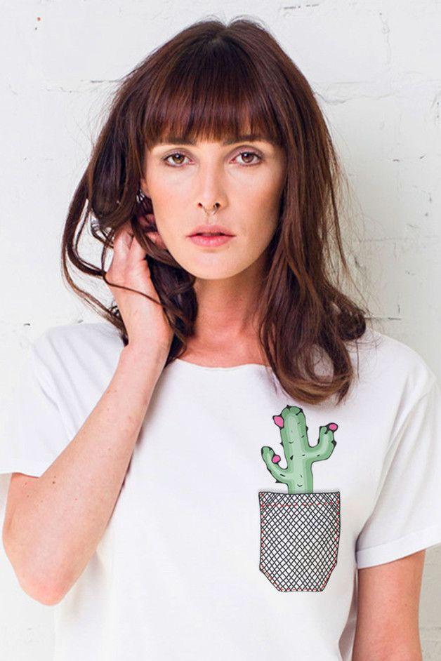 T-Shirt mit Kaktus-Aufnäher über der Brusttasche/ tshirt with a cute cactus-patch made by Gau greatasyou via DaWanda.com