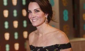 Οι θυελλώδεις τσακωμοί της Kate Middleton με την Meghan Markle και το τελεσίγραφο   Βγήκαν τα ξίφη και ο πρίγκιπας Harry μπαίνει στη μέση!  from Ροή http://ift.tt/2lCcCjV Ροή