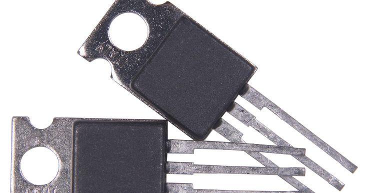 As diferenças entre um MOSFET de canal N e um transistor Darlington. Um transistor geralmente é utilizado como componente ativo em amplificadores e chaveadores de alta velocidade. Apesar da aparência externa de quaisquer dois transistores dados serem semelhantes, nem todos eles utilizam o mesmo circuito interno. Como exemplo, se comparado a um MOSFET, um transistor de junção bipolar que é projetado para a ...