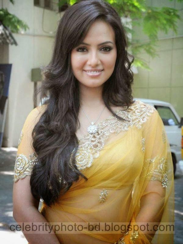 http://www.smartrena.com/south-indian-actress-sana-khan-top/
