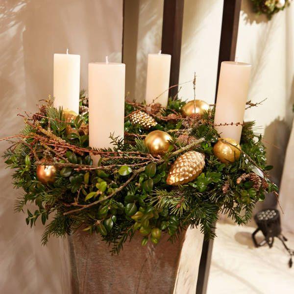 weihnachtliche kr nze in stimmiger warenpr sentation. Black Bedroom Furniture Sets. Home Design Ideas