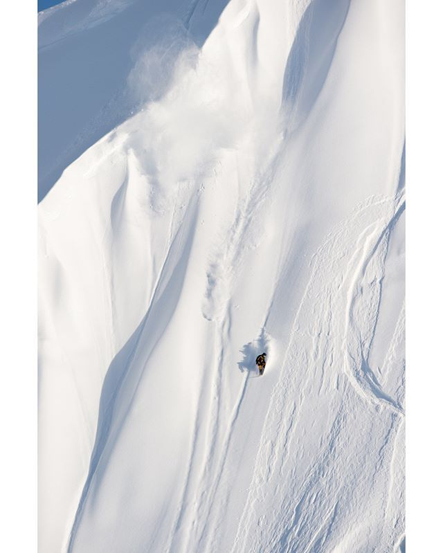 Case in point, @travisrice travelled at least 20 meters or in nautical terms 10 fathoms (don't quote us) on this Alaskan moment from @rbmhfilms #theFourthPhase. #libtech #goldmember #worldsbestboards #handkraftedintheusa #environmentallynicer #zerohazardouswaste Pic: @fotomaxizoomdweebie #zimstagram