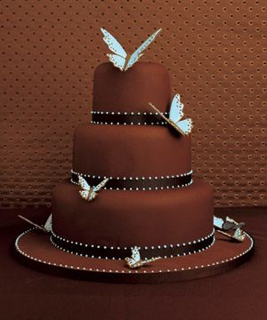 Another delightfully simple cake done with an eye to detail and symmetry.