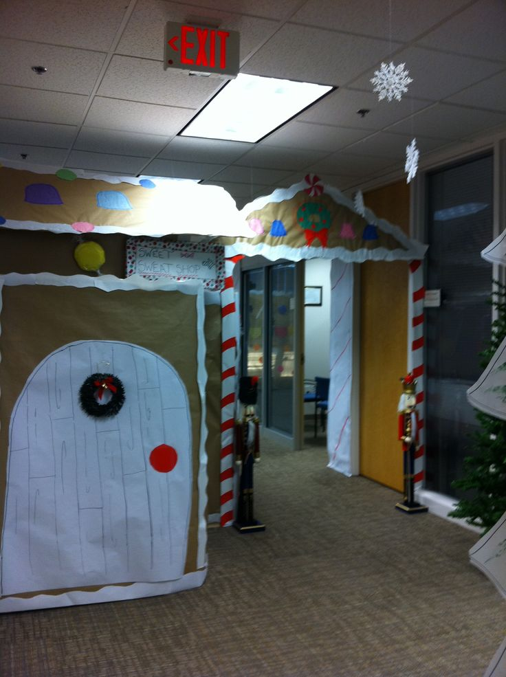 166 best images about cubicle christmas office decorating for Creative cubicle decoration