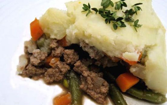 Paleo Shepherd's Pie - An all time favorite that you can now enjoy in the healthy Paleo low-carb version that is full of nutrients & real food.  #PaleoShepherdsPie #PaleoRecipes