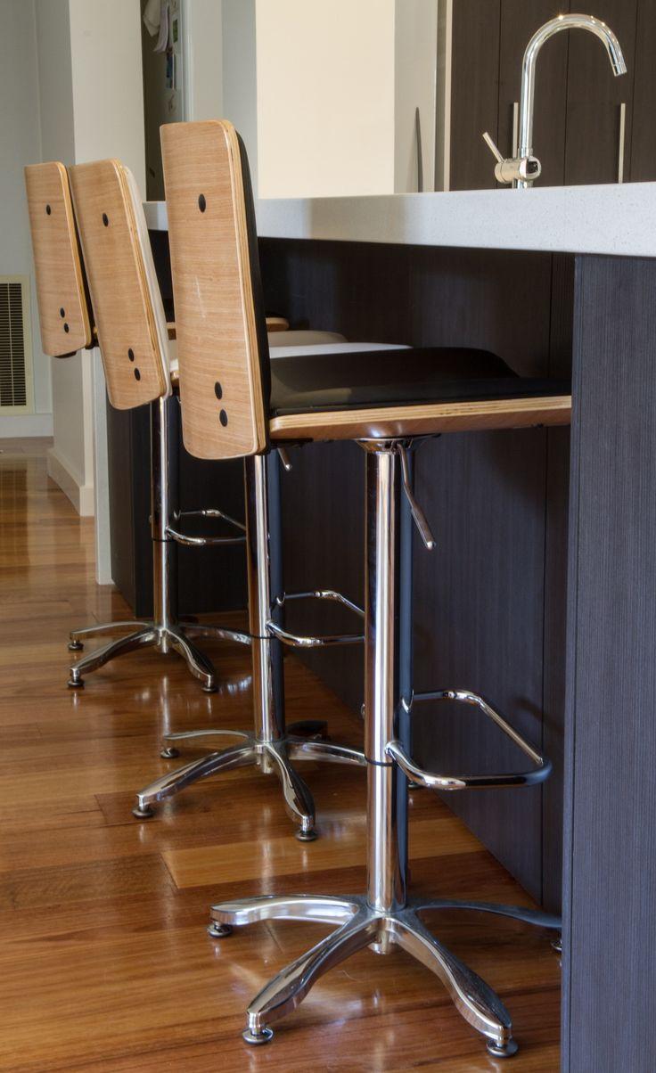 Modern kitchen. Breakfast bar. www.thekitchendesigncentre.com.au