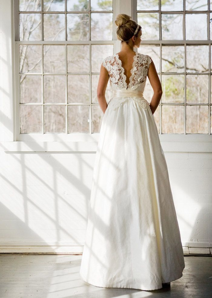 another exquisite wedding gown! They just get prettier and prettier!