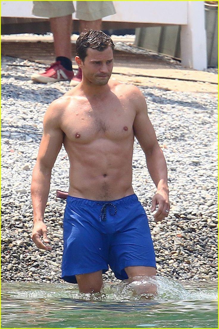 Jamie Dornan's Wife Amelia Warner Joins Him for 'Fifty Shades' Beach Scenes! | jamie dornan wife amelia warner fifty shades beach scenes 03 - Photo