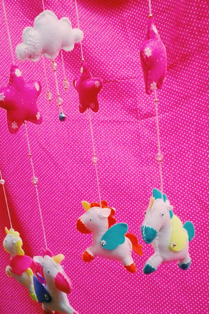 Móvil unicornios. Elaborados en paño lenci