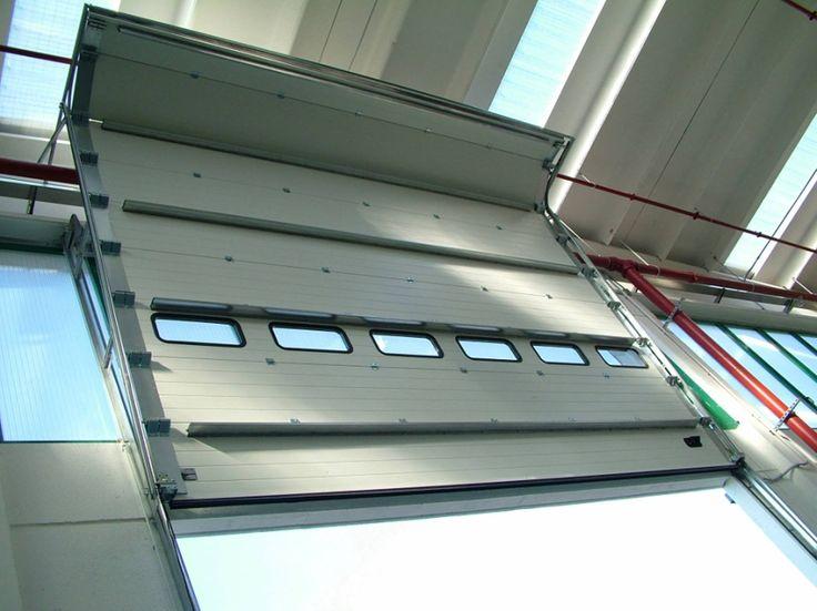 Grazie alle svariate tipologie di scorrimento verticale i portoni sezionali Iridium Doors possono essere sempre installati, anche su fabbricati esistenti e non predisposti.