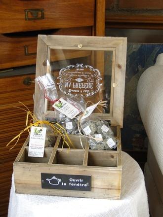 Linda caja con divisiones para guardar las bolsitas de té e infusiones