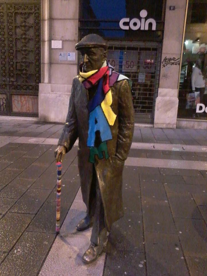fa freddo a Trieste, anche Umberto Saba ha messo la sciarpa ;)