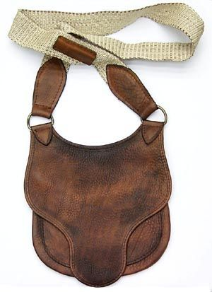 PO0443 Hunter's Possibles Bag An authentic hunting bag made by DixieGunWorks that would look great with any outfit.