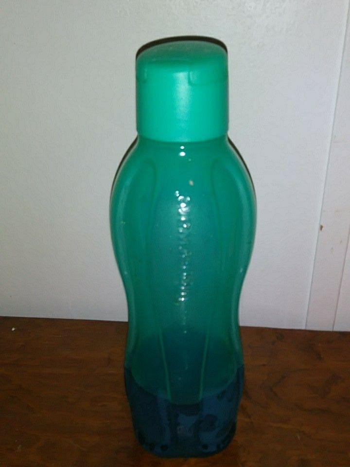 Tupperware Eco Water Bottle Medium💖 We have small and large also ! Message me for more info!