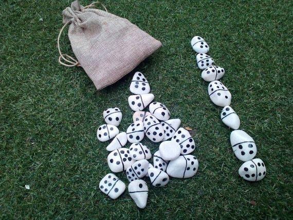 Mira este artículo en mi tienda de Etsy: https://www.etsy.com/es/listing/466099137/juego-de-domino-fichas-pintadas-en