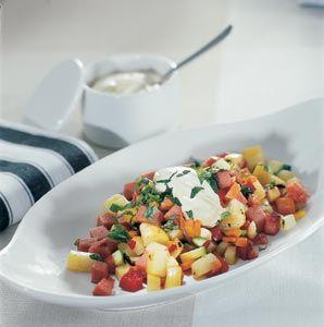 korv- och grönsakspytt med senapssås