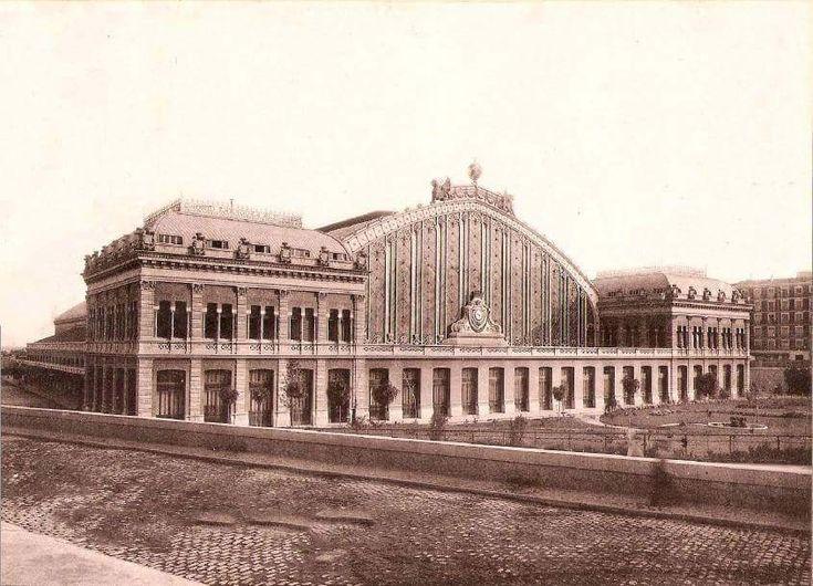1893. La estación de Atocha, un año después de inaugurarse. La nave central medía 152 m. de largo, 27 m. de altura y 48 m. de luz.
