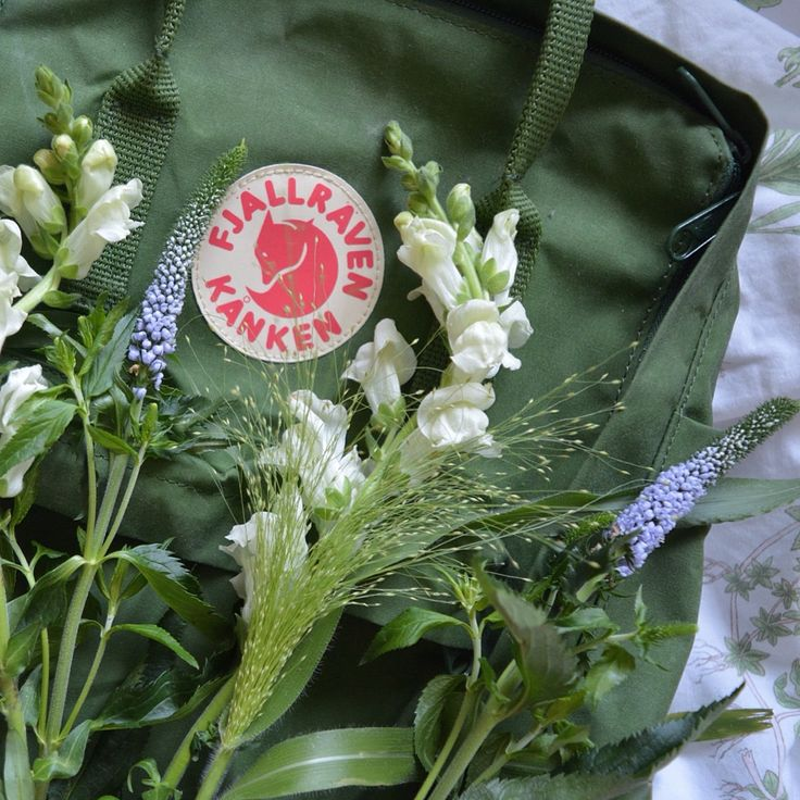 Fjallraven kanken // fashion // green // flowers // bag ...