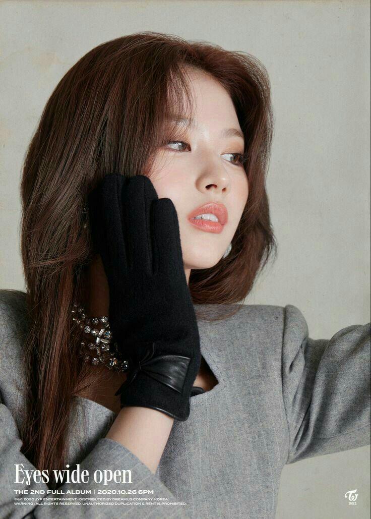 &TWICE - Momo | Kpop girls, Twice, Photoshoot