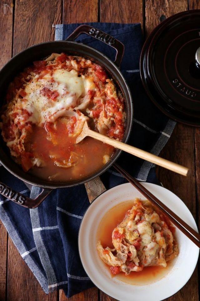 冬は鍋料理♡「あっさり派」も「こってり派」も大満足なレシピ10選 - LOCARI(ロカリ)
