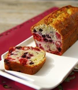 Recette Cake aux fruits rouges (difficulté Très facile) . Découvrez comment préparer votre Dessert sur EnvieDeBienManger.fr