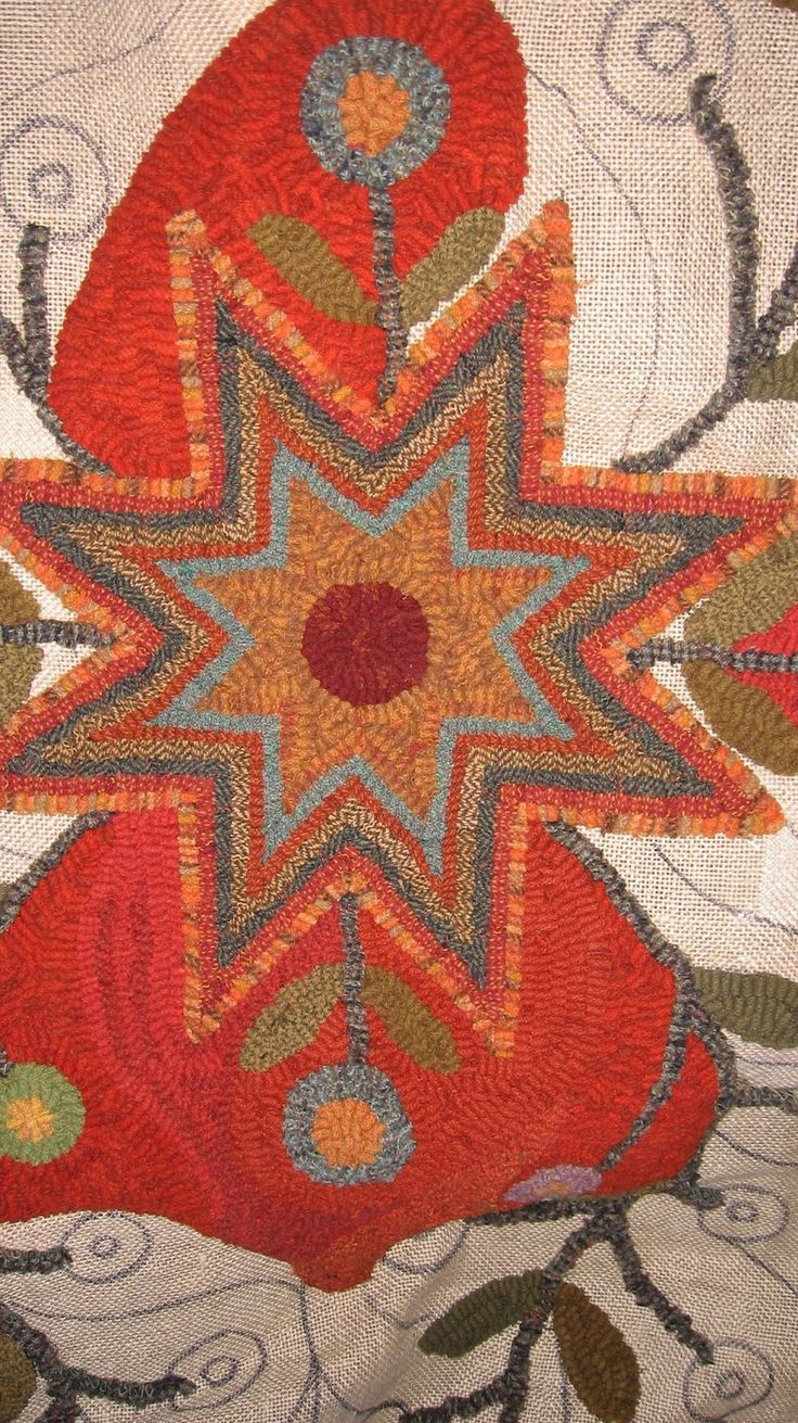 This past Thursday Cathy from Red Barn Rugs stopped over and look at this  beautiful rug a lady is working on the pattern is Red Barn Rugs.