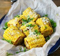 Кукуруза-гриль с пармезаном и петрушкой