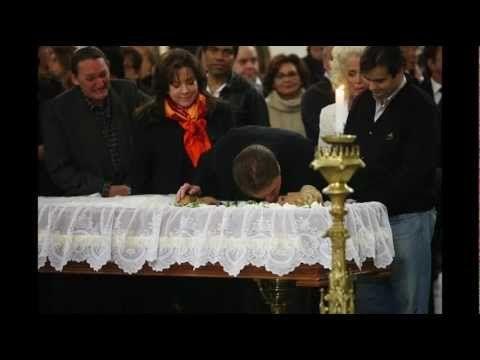 Silvio Santos dá beijo na boca da Hebe Camargo no caixão-30/09/2012 - YouTube