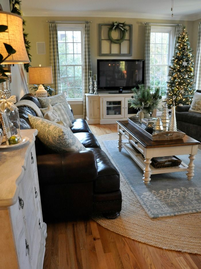 Best 25 country family room ideas on pinterest foyer for Living room xmas ideas