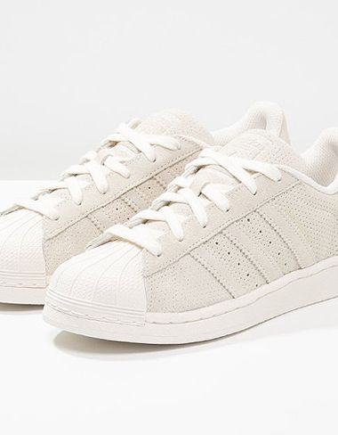 adidas Superstar RT aus gestanztem Rauleder in Chalk White