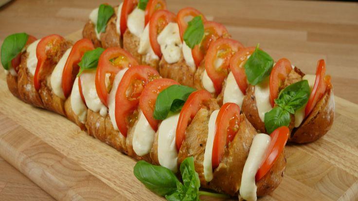 Kochvideo zum einfach nachkochen: Funktioniert ähnlich wie Bruschetta wunderbar als Vorspeise oder als Beilage beim Grillen : in diesem Rezept zeigen wir euch,